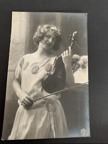 Edwardian Lady with violin