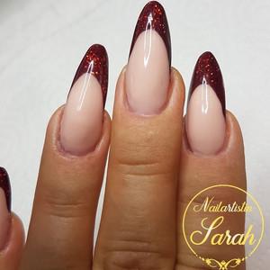 Rote Glitzer French Nail.jpg