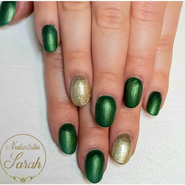 Gold green Nails Matt Farben Nailart Nai