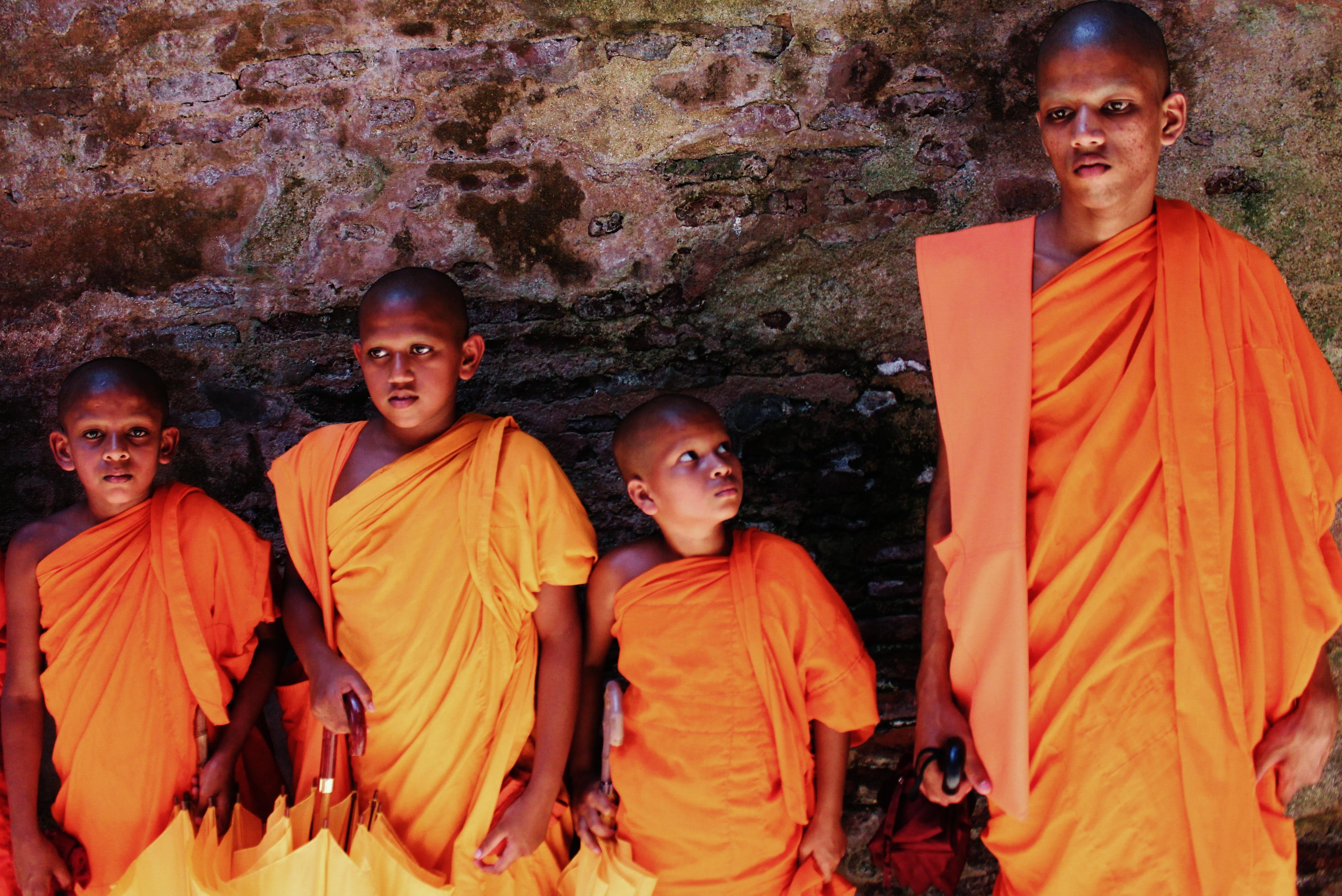 Sri-Lanka-Monks-Buddhism