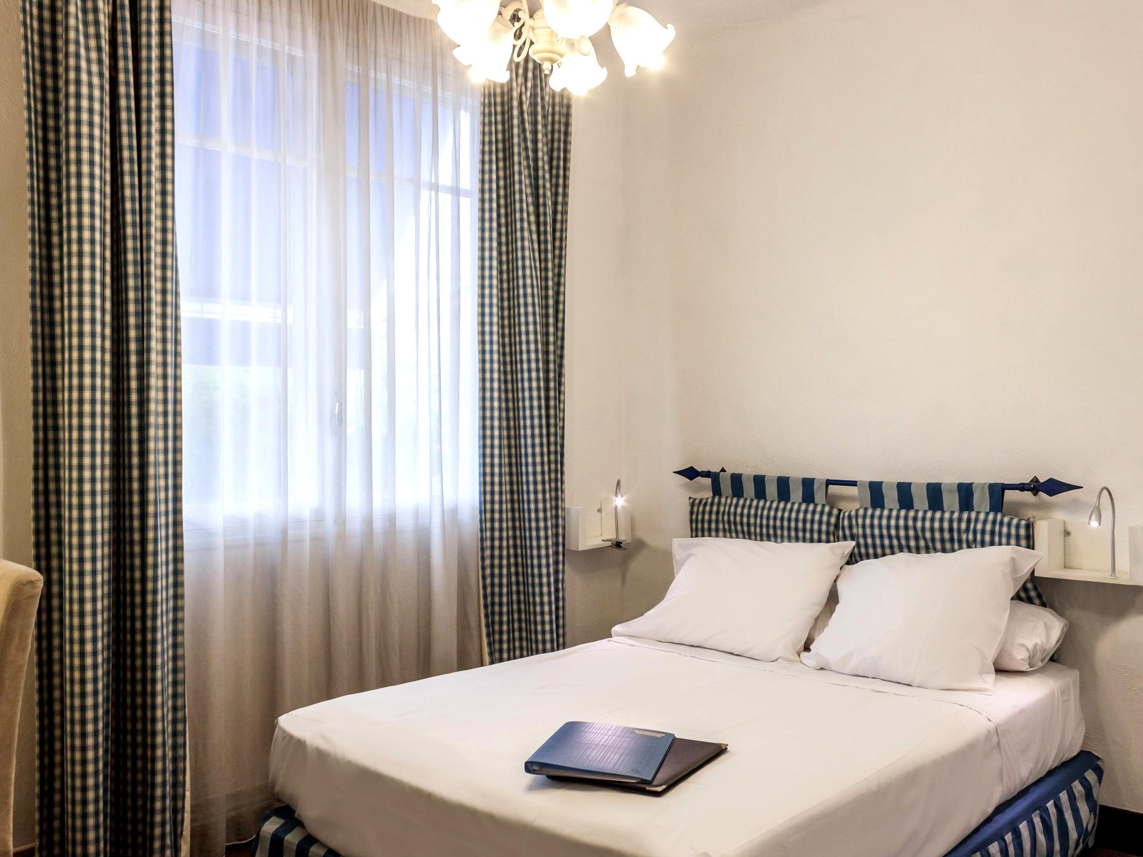 Double Bedrooms, Hotels in Vence