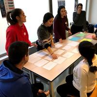 Alumnado de la UAL colaborando con distintos talleres