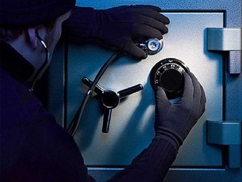 Взлом сейфа  Самые дорогие и качественные замки на эксклюзивных сейфах могут быть неисправными, от них можно забыть код или просто потерять ключ. Ситуация довольно неприятная и может привести к серьезным последствиям. В таких случаях есть эффективное решение - взлом сейфа. Это не криминальная процедура, а вполне легальная услуга, специализируется на которой наша компания.  Безопасный взлом – гарантия для клиента  Если такая ситуация и произошла, тогда не следует паниковать, а лучше сразу обратится к специалистам. Имея большой опыт и практику в работе с разными видами устройств для хранения ценностей и денег, мастера справятся с любым уровнем сложности. Для этого разработаны эффективные методы, техники, приобретено соответствующее оборудование, первоклассные инструменты. Доверить свой сейф могут самые состоятельные клиенты города.  Взлом замков сейфа является безопасной услугой. При этом не только вскрывается замочный механизм, а возможно перекодировать замок, заменить на новый, изгото