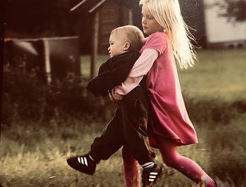 ילדה נושאת ילדה- קלף פוינטס