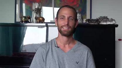 עומר מספר כיצד מקצוע הליווי הרוחני משפיע עליו כאדם