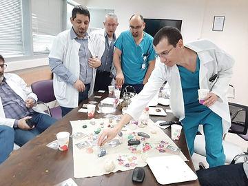 המומחים האורולוגים במפגש ׳מת לקפה׳.jpg