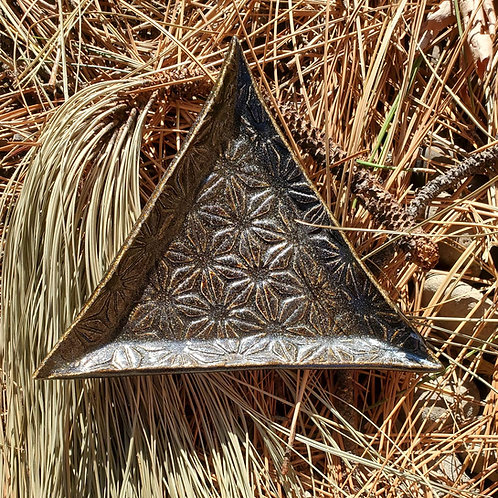dark glittered triangle plate