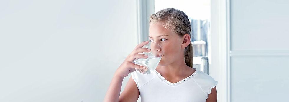 Πεντκάθαρο νερό με φίλτρο  νερού