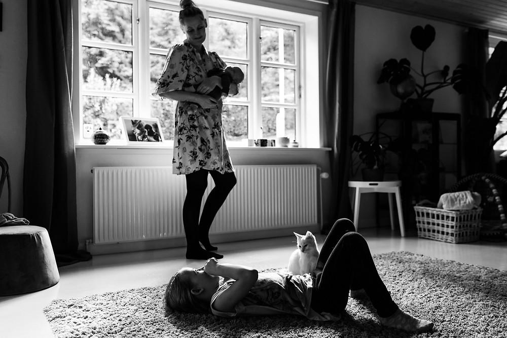 hjemmefotografering med baby og kat