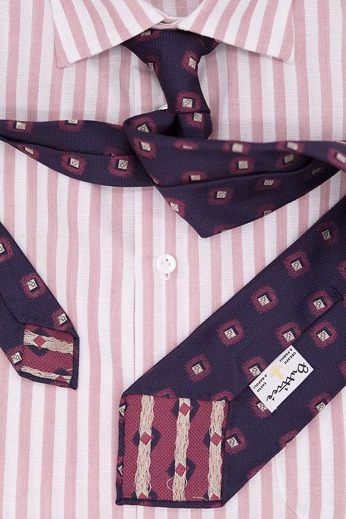 Cravate jacquard bleue : motifs carrés framboise