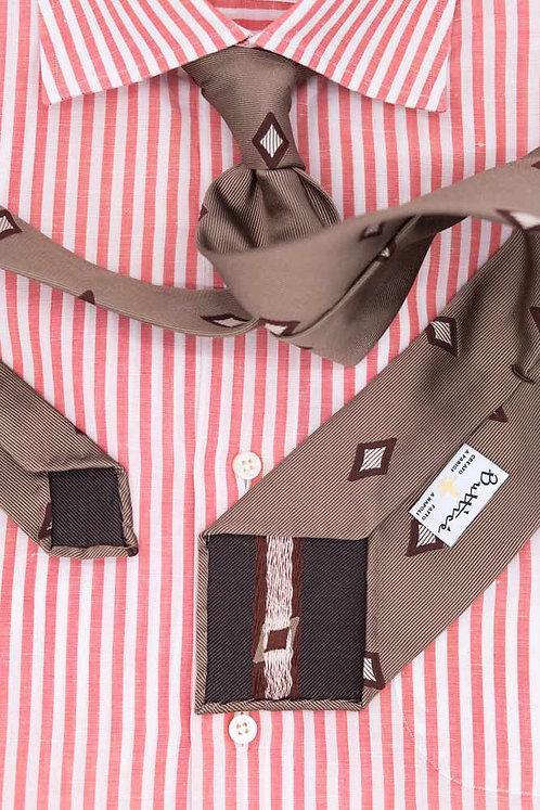 Cravate jacquard sable : motifs losanges bruns