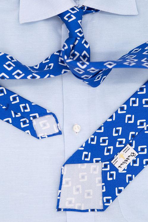 Cravate imprimée bleue : motifs carrés blancs