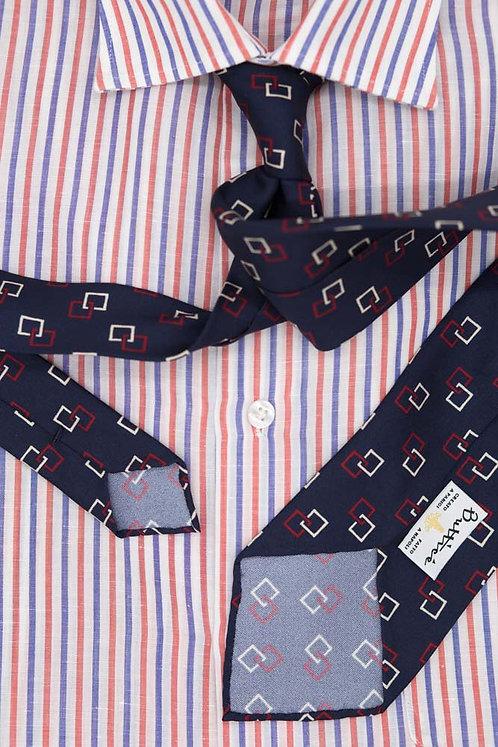Cravate imprimée bleue : motifs carrés rouge et blanc