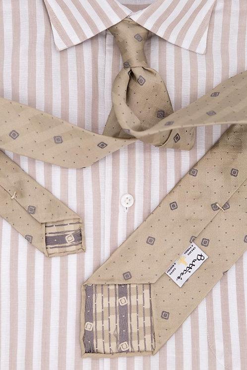 Cravate jacquard sable : motifs carrés bruns