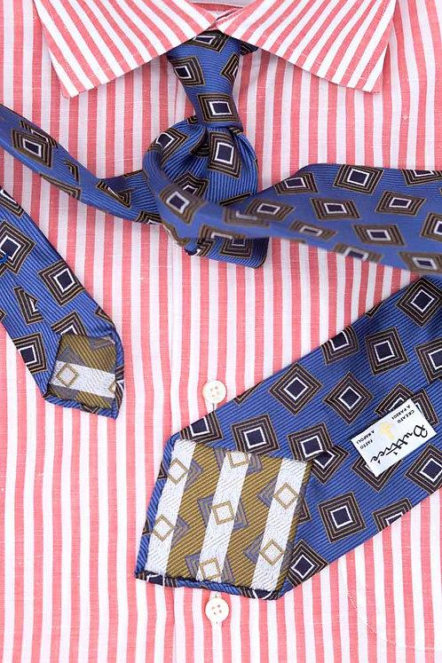 Cravate jacquard bleue : motifs carrés bruns
