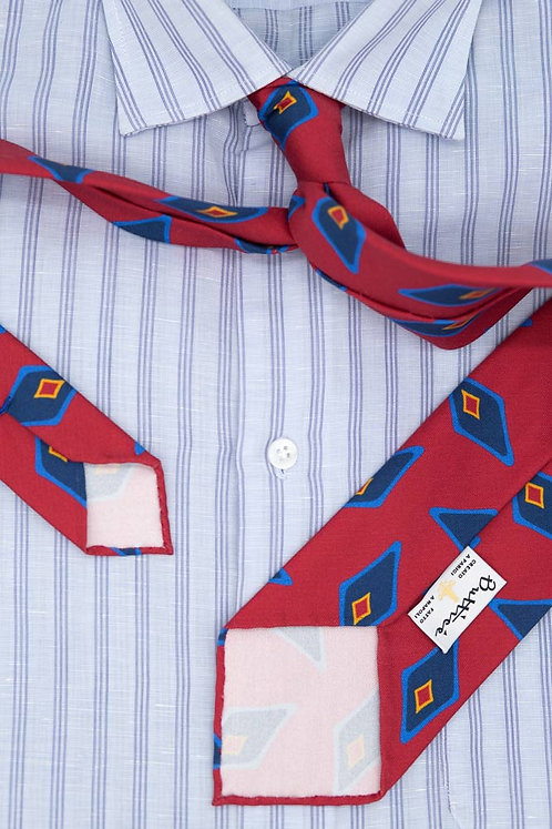 Cravate imprimée rouge : motifs losange bleu