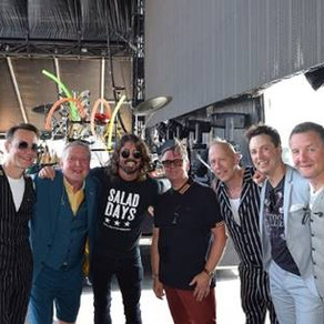 SURPRISE: DAVE GROHL OF THE FOO FIGHTERS JOINS SQUEEZE ONSTAGE AT THE BOURBON & BEYOND FESTIVAL