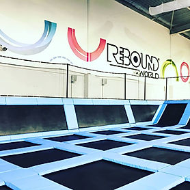 Rebound World Montpellier Jump trampoline park odysseum activités enfants adultes Main court