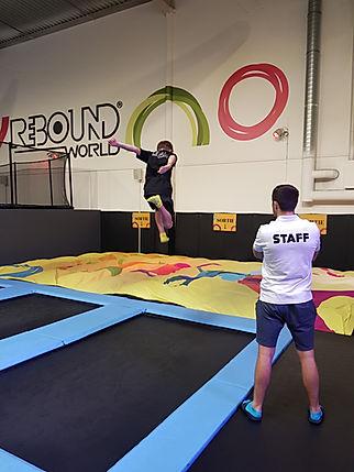 activité extra scolaire - cour de trampoline - Rebound world