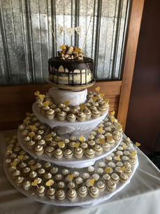 Wedding Cake/Cupcakes Set-up
