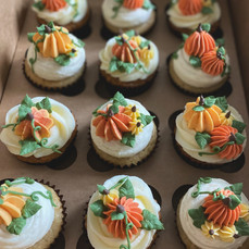 Cupcakes with Buttercream Pumpkins