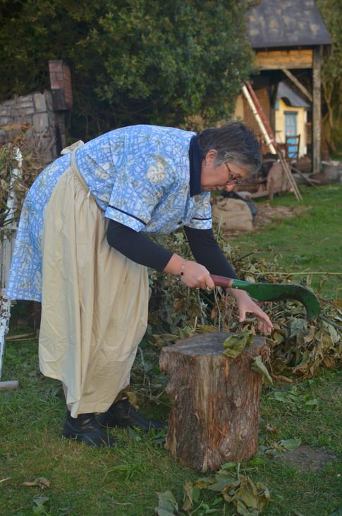 Coupe du bois pour la cheminée