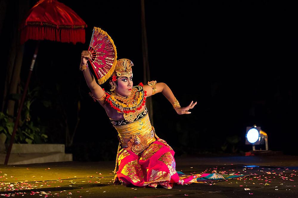 Tari dari Bali (Photo: Wikipedia - Author: Crisco 1492 / CC BY-SA (https://creativecommons.org/licenses/by-sa/4.0) BuLiBI Bukan Liburan Biasa