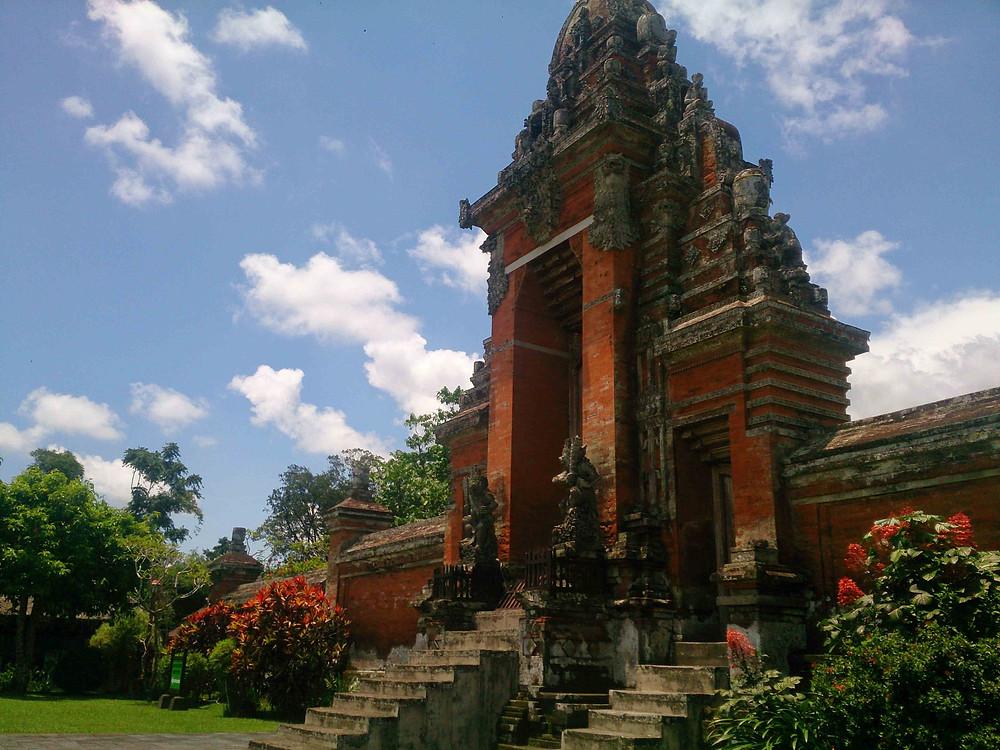 Liburan ke Bali Belum Lengkap Tanpa Foto di Pura (c) Arakita Rimbayana BuLiBi Bukan liburan Biasa
