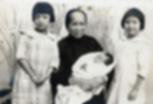 Ah Ying and Grandchildren 1919.jpg