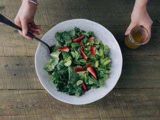 Salade d'été avec sa vinaigrette à la fleur d'ail