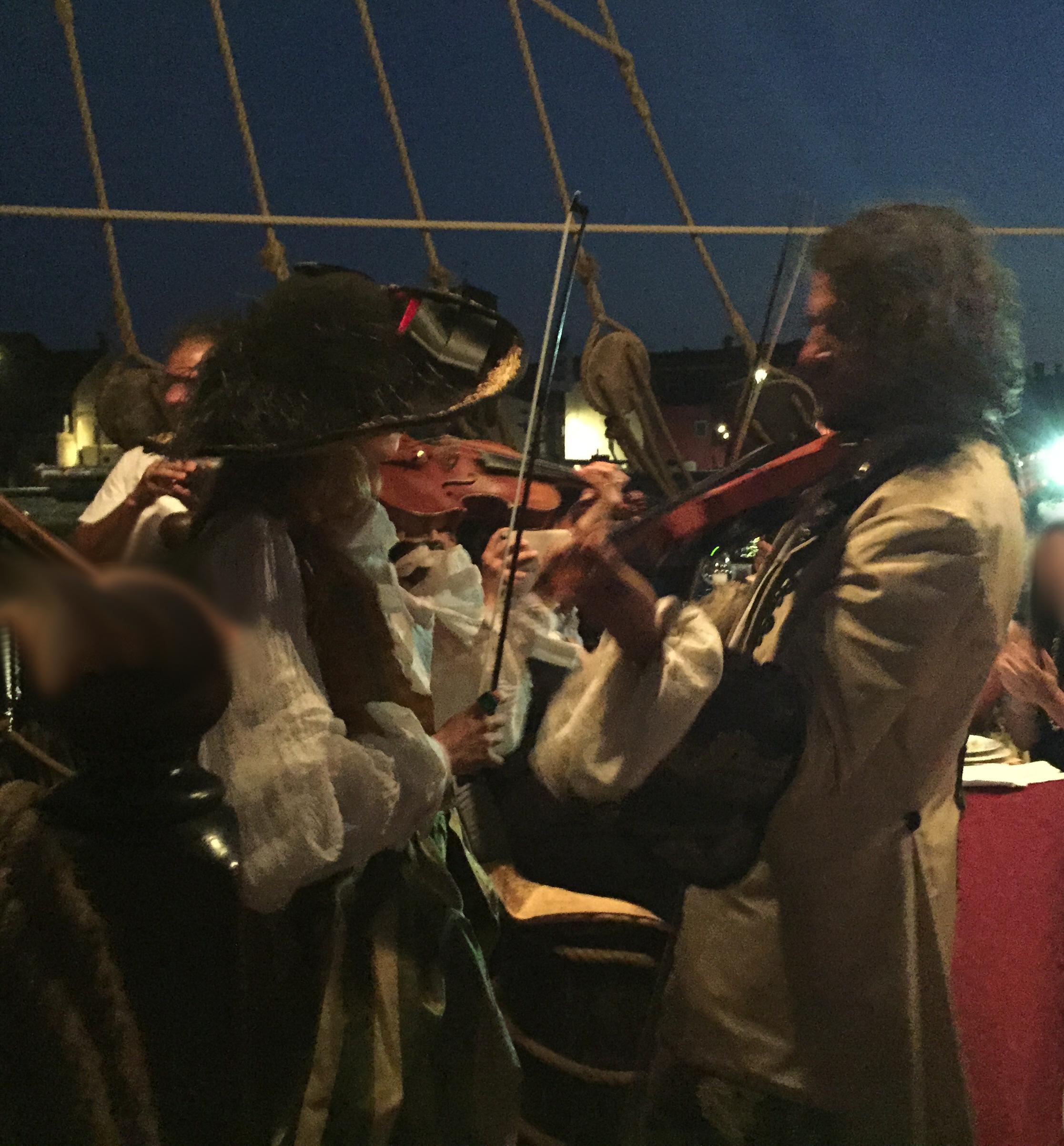 duello di violini evento sul galeone