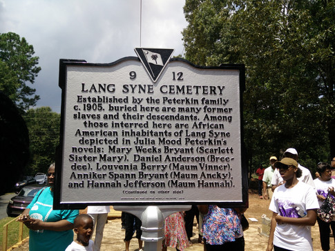 Lang Syne Cemetery marker