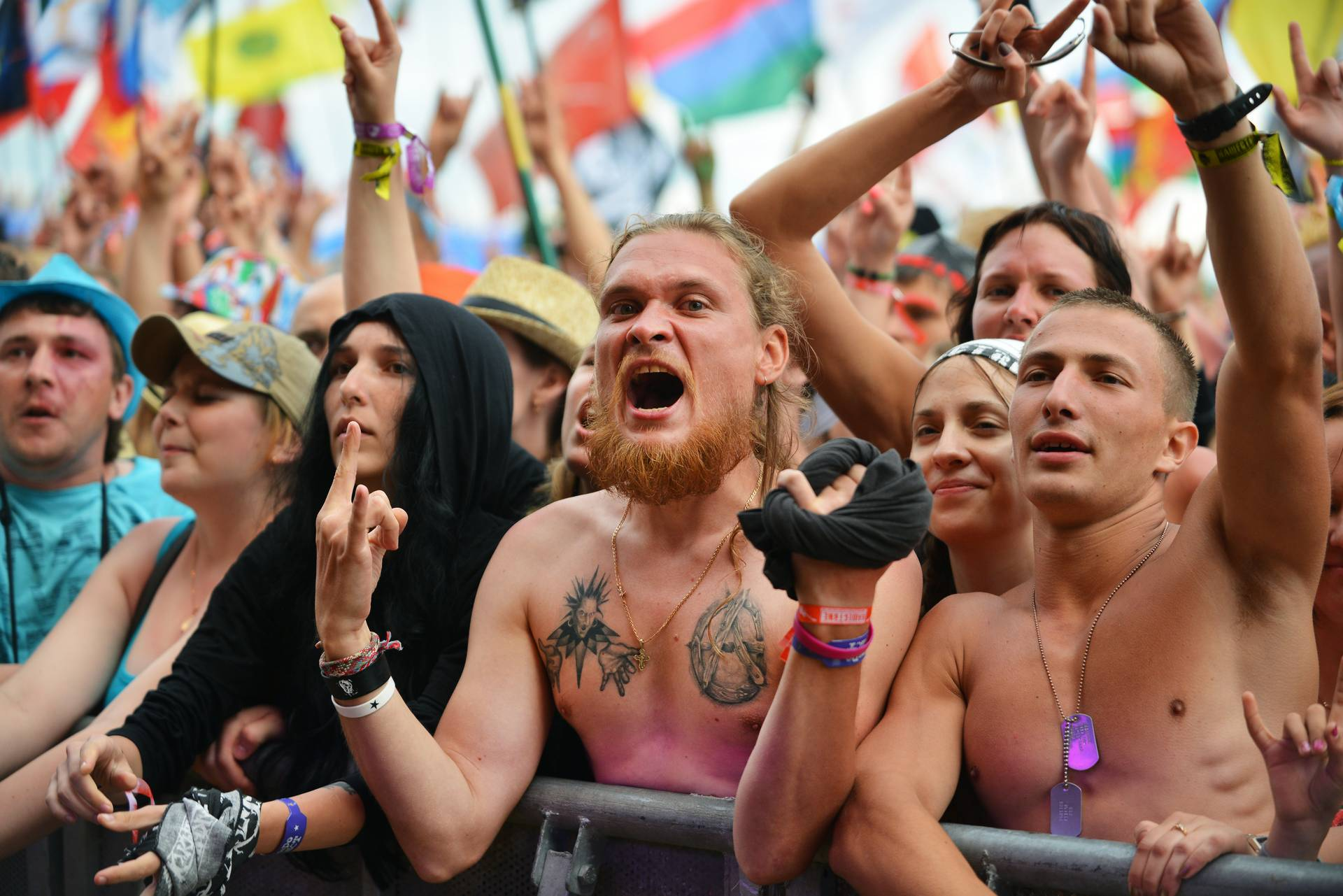 толпа на рок фестивале