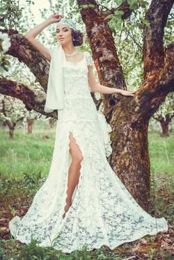 невеста в шикарном свадебном платье