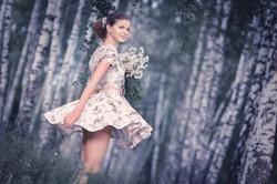 портрет девушки с ромашками