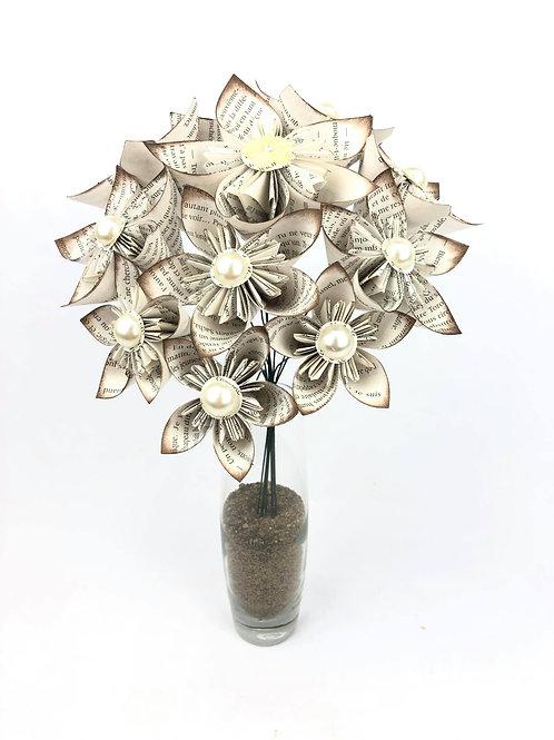 Bouquet nature avec fleurs en papier livre
