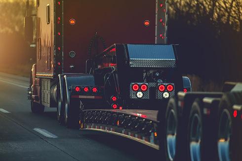 platform-trailer-semi-truck-VAHMPUD.jpg