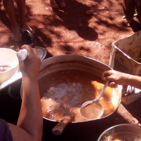 Escuela Bicultural Takuapí está brindando viandas a 85 niñxs mbya y adultxs mayores