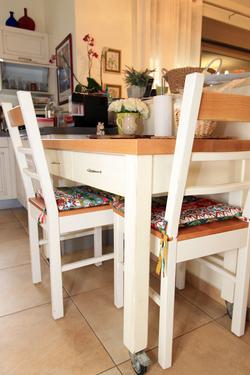 Kitchen table on wheels