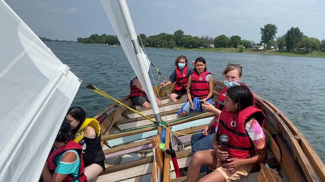 Toujours impressionnant de voir des jeunes naviguer sur le Saint-Laurent pour une première fois.