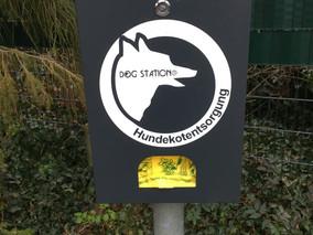 Verein finanziert Dog Stations in Siedlung Heerstraße