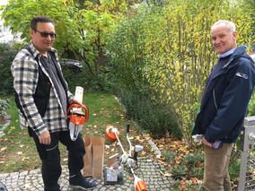Elektrische Heckenschere und Freischneider - neue Gartengeräte zum Ausleihen für Mitglieder