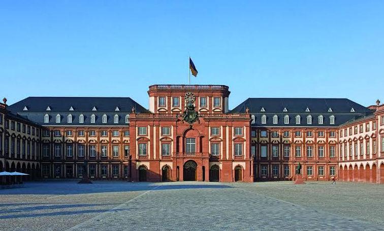 Mannheim Baroque Palace.jpg