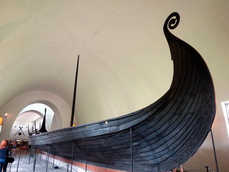 พิพิธภัณฑ์เรือไวกิ้งโบราณ.jpg