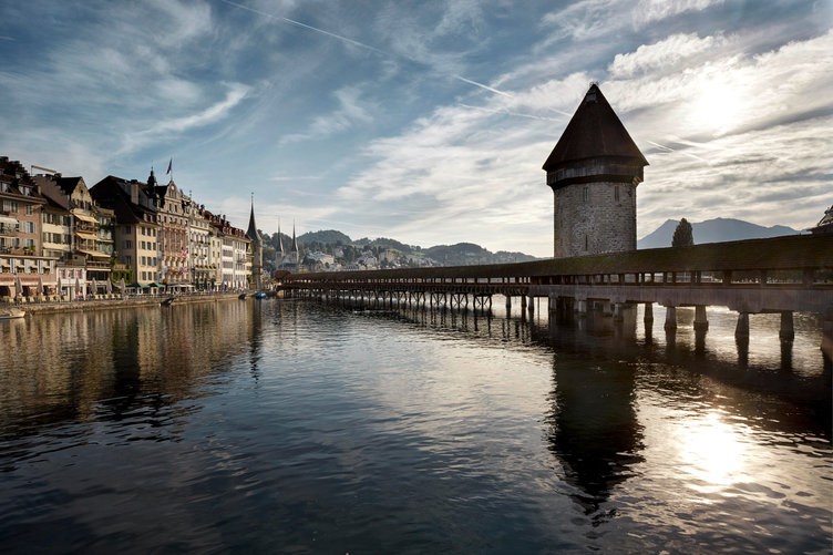 Lucerne_Wood_Bridge.jpg