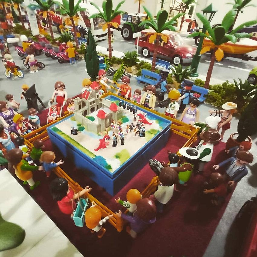 Diormama de playmobil viendo mini playmobil para la feria comerical de Coria Cáceres