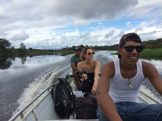 This boat is leaking quite a lot: Ausflug im Amazonas