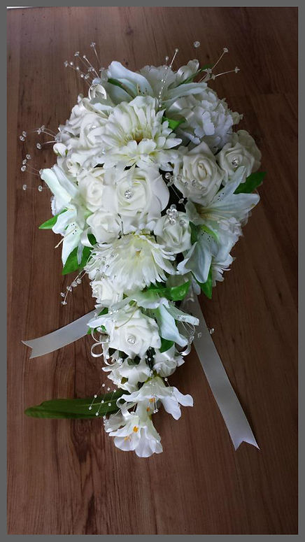 lowestoft wedding hire, norfolk wedding flowers, suffolk wedding flowers, norfolk florist, suffolk florist, artificial flowers, fresg flowers, bridal bouquet, bridesmaid flowers, button hole, barn wedding flowers, hotel flowers