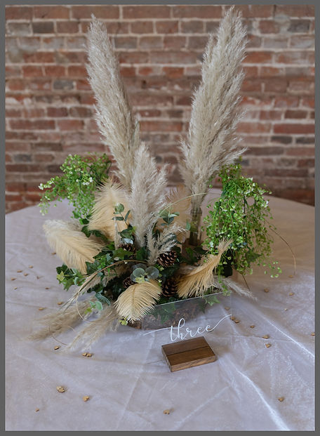 LOWESTOFT WEDDING HIRE, RUSTIC CENTRE PIECE, WOOD FARM BARNS, BENACRE BARNS, OSTRICH FEATHER CENTRE PIECE, PINE CONES, PAMPUS GRASS WEDDING, NORFOLK WEDDING HIRE, SUFFOLK WEDDING HIRE