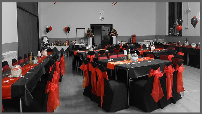 lowestoft wedding hire, red wedding, black wedding, red and black, suffolk bride, norfolk bride, waveney wedding, wedding inspire, wedding balloons, table runners, fish bowls, post box, flower colunms, flower towers, table decorations, beccles comunity centre, ringsfield comunity centre, skull wedding
